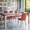 SEDIA SAMI CB/1472 - Gambe in legno di frassino Natural P27 e seduta in tessuto Oslo Rosso S06. Tavolo Sigma in legno Natural.