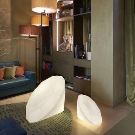 Lampada da terra Bijoux - Realizzata in polietilene, disponibile in due misure differenti ed in vari colori.