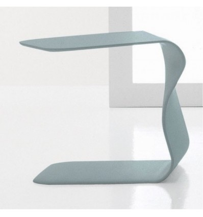Tavolino Duffy - Struttura realizzata interamente in poliuretano laccato ad alta densità. Nel colore Azzurro.