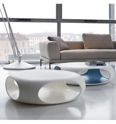 Tavolino Pebble - Struttura realizzata interamente in polietilene. In varie combinazioni di colore.