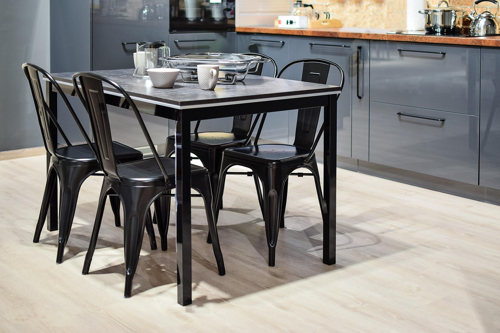 Rinnovare Sedie In Plastica.Scegli Le Sedie Perfette Per La Tua Cucina Linea Esse