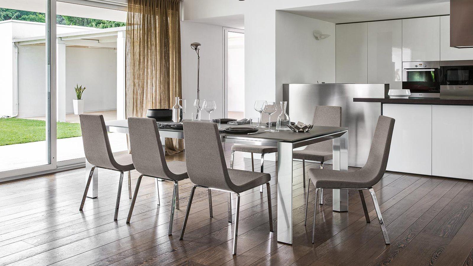Come scegliere le sedie giuste per la tua casa for Sedie per salone